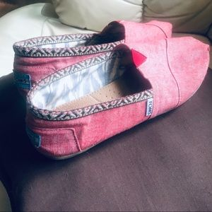 Toms red flats sizeW10